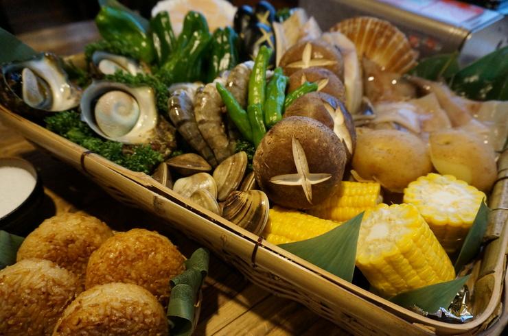 体験型!卓上でバーベキューを焼きながらクルージング バーベキュークルーズ「魚介と野菜のバーベキュー+フリードリンク付120分間クルーズ!」<40名様以上貸切船>【40名~最大140名利用】海鮮BBQクルージングプラン