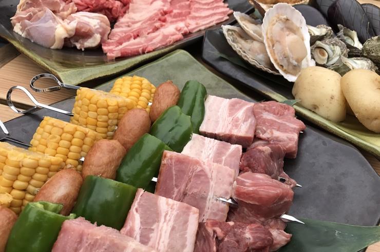 屋外バーベキュークルーズ「肉と魚介と野菜のバーベキュー+数量限定ドリンク付150分間クルーズ!」<40名様以上貸切船>【40名~最大140名利用】船上BBQクルージングプラン