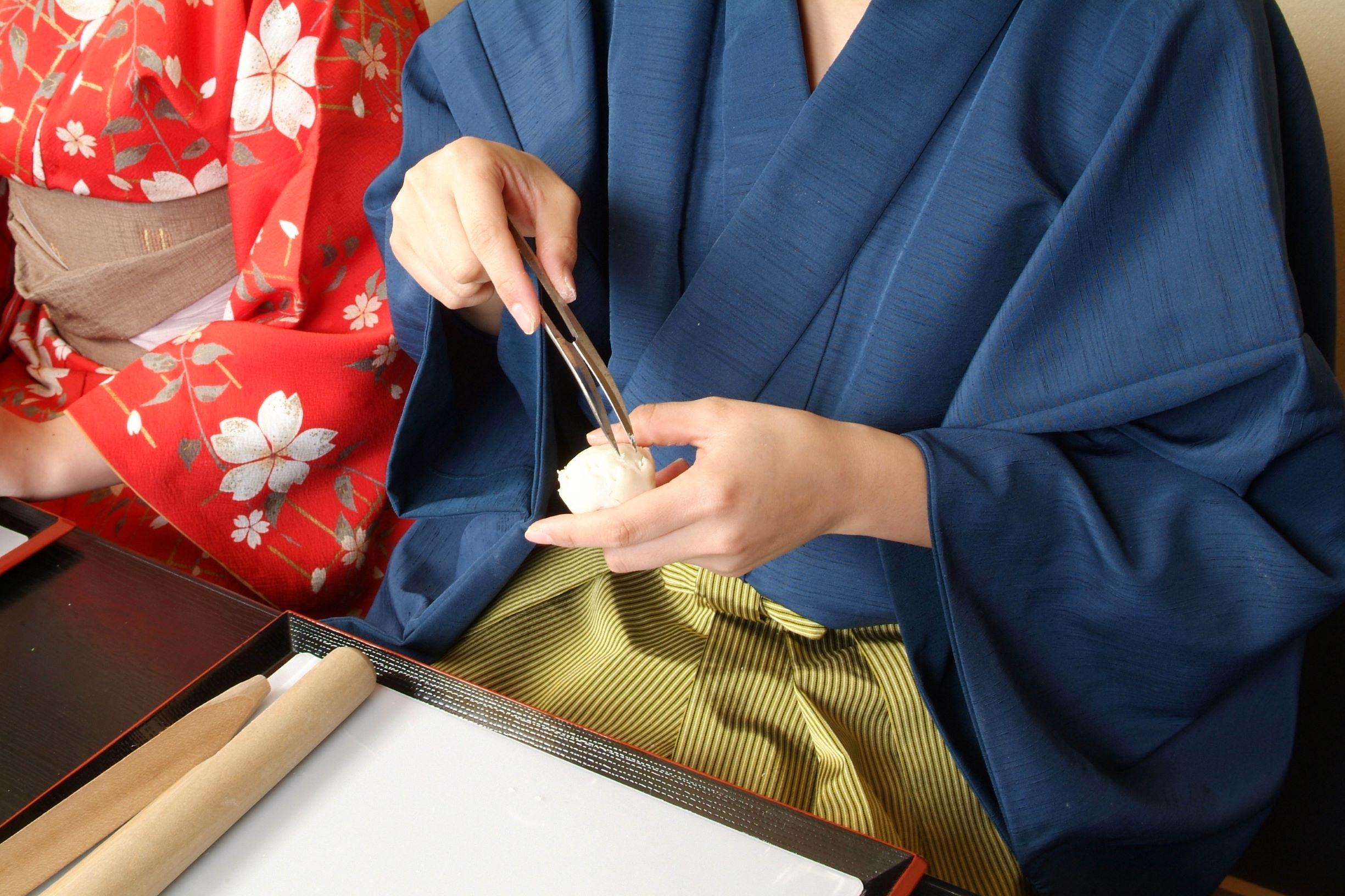 京の上生菓子 ねりきり細工とお抹茶体験ねりきり細工とお抹茶体験