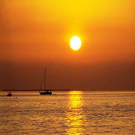 【ディナークルージングプラン】船上バイキングディナーで優雅な一時!桜島を巡る【Aコース/18:00発】120分・ディナーバイキングで桜島と夕日に舌鼓!