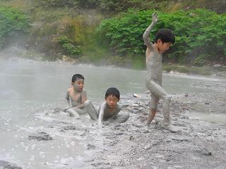 ニセコの秘湯へハイキング! 泥湯温泉ツアー神秘的な秘湯へハイキング!ニセコ泥湯温泉ツアー