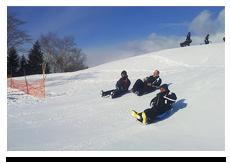 オークウッドスノーモービルランド 【家族で雪遊び体験!@ファミリーランド】雪遊び体験★スノーモービル体験(ミニミニコース)+スノーバナナボート+雪滑りパック!
