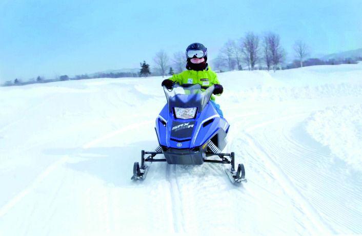 <北海道・スノーアクティビティ>スノーモービルなど雪で思いっきり遊ぼう!/GOLFカントリー美唄コース<プランA>スノーラフティング・ミニスノーモービル・スノーキャビン(圧雪車)ツアー