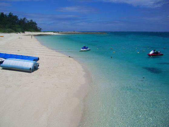【美しく、白い砂浜でコバルトブルーの水納島☆お得な日帰り海水浴プラン】<11:00便>【価格で選んでちょ~だい♪エメラルドグルーンの綺麗な海、今まで見た事の無い珊瑚や魚が彩る水面を楽しむ】日帰り水納島海水浴プラン!