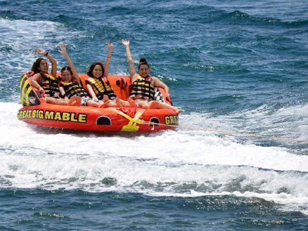 【那覇近郊、西原町】トリプルマリン6,000円→ 4,800円 で「バナナボート」・「スーパーマーブル」・「体験ジェット」すべて乗れちゃうよ!10:00スタート便 大好評「トリプルマリン」那覇近郊西原町きらきらビーチで超特価!!3点セット「バナナボート」・「スーパーマーブル」・「体験ジェットスキー」