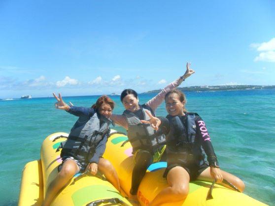 【欲張り&贅沢に抜群の透明度を誇る『瀬底島』の海で遊びまくり!】多彩なマリンメニューをあなた好みのプランで満喫しちゃおう♪<<バナナボート>> 通常コース