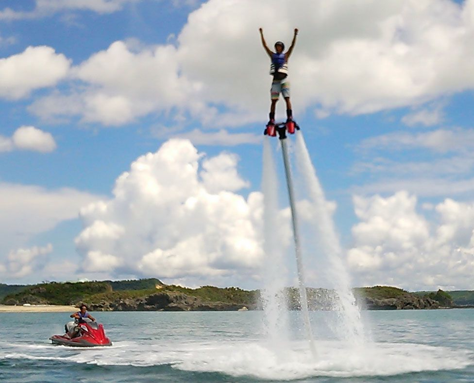 水圧で空を飛ぶ!フライボード/FLY BOARD【浜比嘉島内ムルク浜ビーチ】水圧で空を飛ぶ!フライボード/FLY BOARD【浜比嘉島内ムルク浜ビーチ】