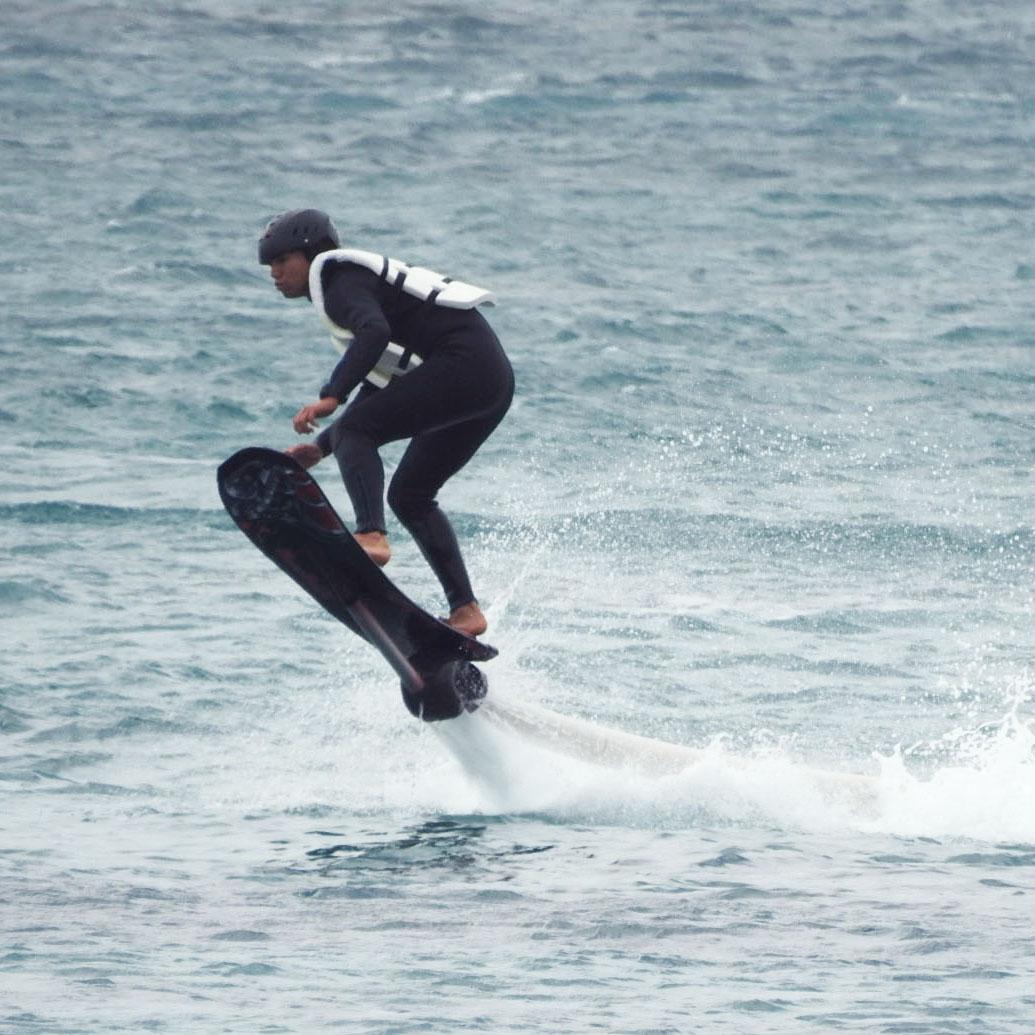 水圧で空飛ぶボード!ホバーボード/HOVERBOARD【浜比嘉島内ムルク浜ビーチ】水圧で空飛ぶボード!ホバーボード/HOVERBOARD【浜比嘉島内ムルク浜ビーチ】