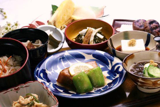 一流踊り手による本格的な琉球舞踊と選べる夕食プラン!琉球料理『貫花(ぬちばな)』または和琉会席『梯梧(でいご)』