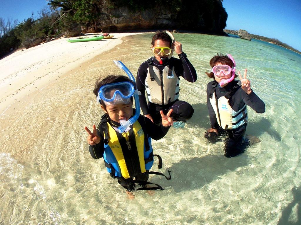 【地域共通クーポン・可】【3歳~OK】1グループ貸切制 お得なセットプラン♪ カヤックで行く無人島&熱帯魚シュノーケルカヤックで行く無人島&熱帯魚シュノーケル