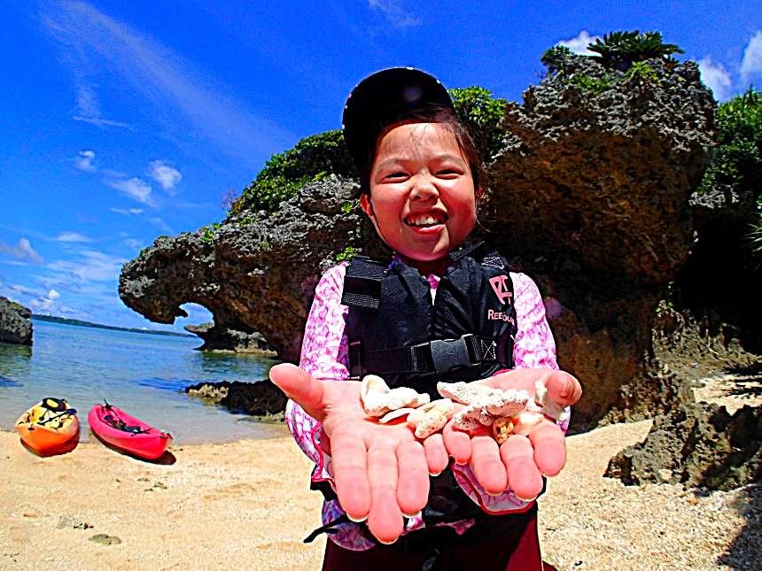 【地域共通クーポン・可】【2歳~OK】1グループ貸切制 お得なセットプラン♪ カヤック探検&南国ホワイトビーチで熱帯魚シュノーケル【9:00】カヤック&南国ホワイトビーチで熱帯魚シュノーケル