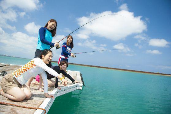 【沖縄・北谷】手ぶらでOK!のんびりイカダ釣りいかだ釣り