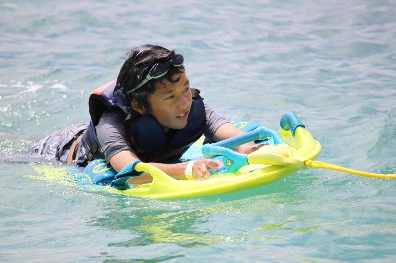 【特別割引】沖縄・名護・新登場!ザップボード!ウェイクボードより簡単でお手軽なのでお子様も参加可能!【沖縄・名護市】ウェイクボードより簡単♪ザップボード!! ジュゴンの見える丘の海にGO
