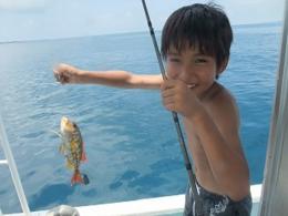 半日コースで島時間を有効に楽しもう!釣りとシュノーケルの欲張りメニュー8:30出航/半日で釣りとシュノーケリングの両方を楽しめる!欲張りプラン