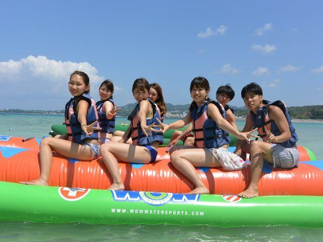 【瀬底島】海の定番!バナナボート!瀬底島でのバナナボート体験