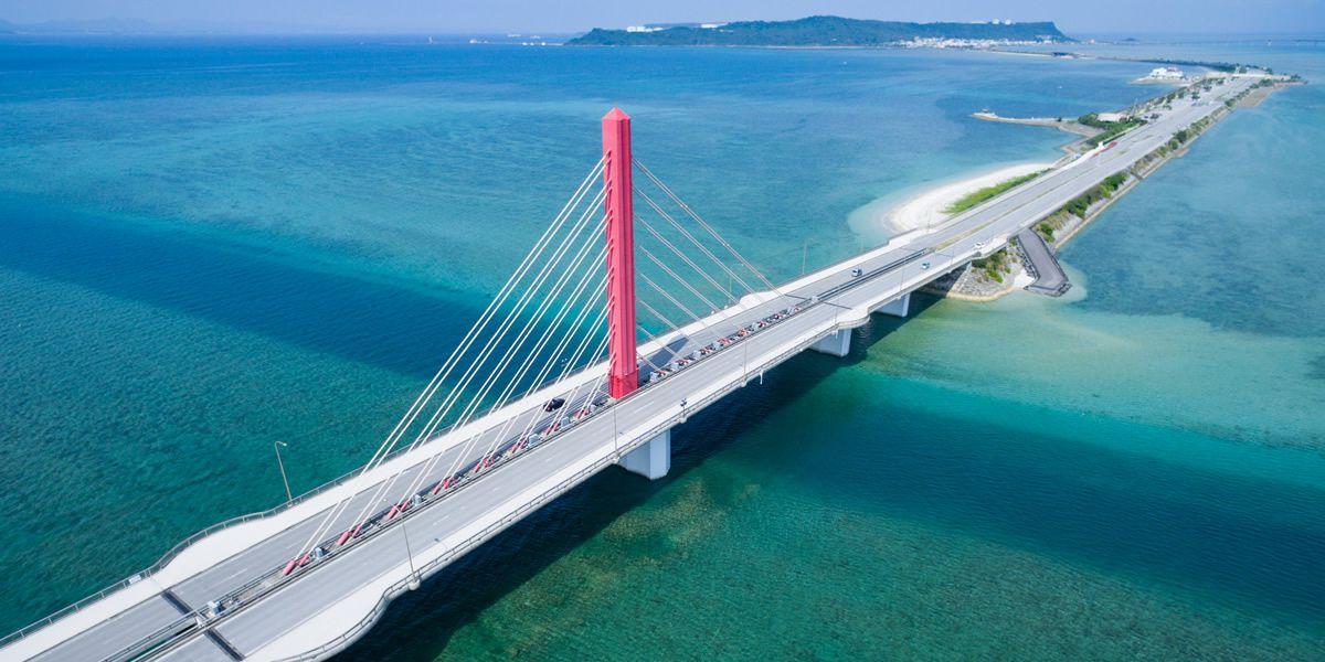 <沖縄/うるま市・グラスボート>沖縄の美しいサンゴや熱帯魚、 青空と青い海を風邪を感じながら楽しもう!うるま市グラスボート