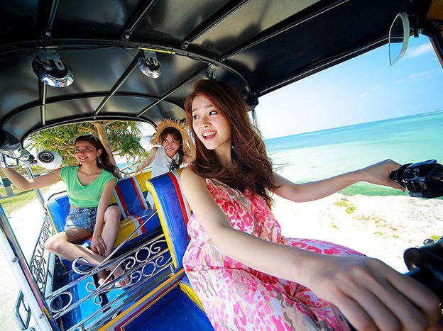 <沖縄・沖縄市>沖縄NEWアクティビティ!「トゥクトゥク」で沖縄ドライブ♪<普通免許で運転可能!>トゥクトゥク レンタル~4人乗り~