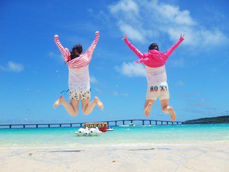 前浜ビーチでマリンスポーツ2種!バナナボート&ビックマーブル<写真データサービス>【現地 現金払い】バナナボート&ビックマーブル
