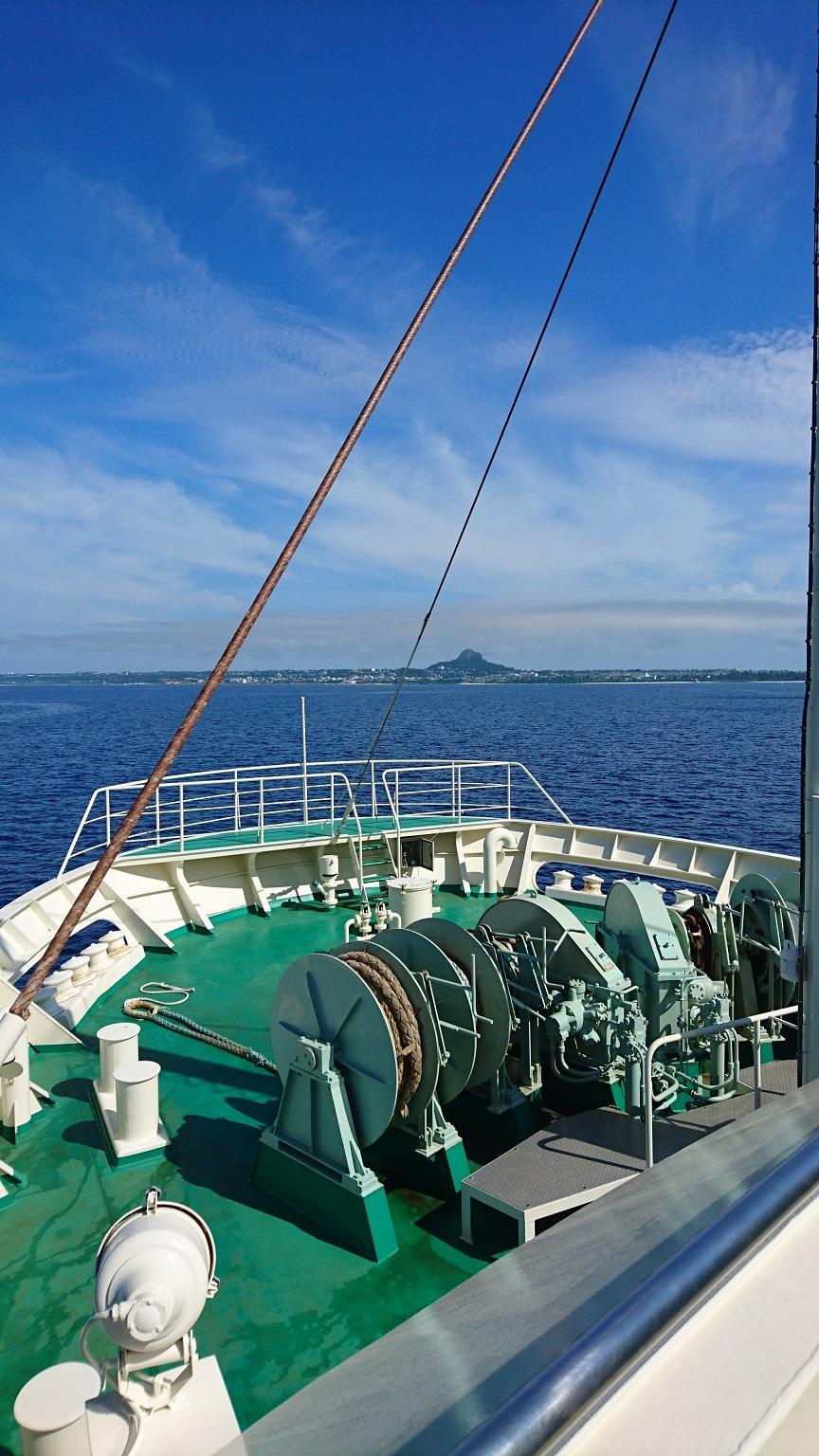 フェリーで行く人気急上昇中の離島、伊江島でボートシュノーケリング♪島内観光も楽しめます♪ボートから海に入ればたくさんの珊瑚や魚が出迎えてくれる島の海は最高!親切・丁寧にレクチャーいたしますのでご安心ください♪9時出港のフェリーで伊江島へ!伊江島でボートシュノーケリング♪