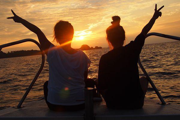 【沖縄・恩納村発】サンセットクルーズ ~東シナ海に沈む夕日を思い出に~【日没1時間前集合】恩納村発サンセットクルーズ