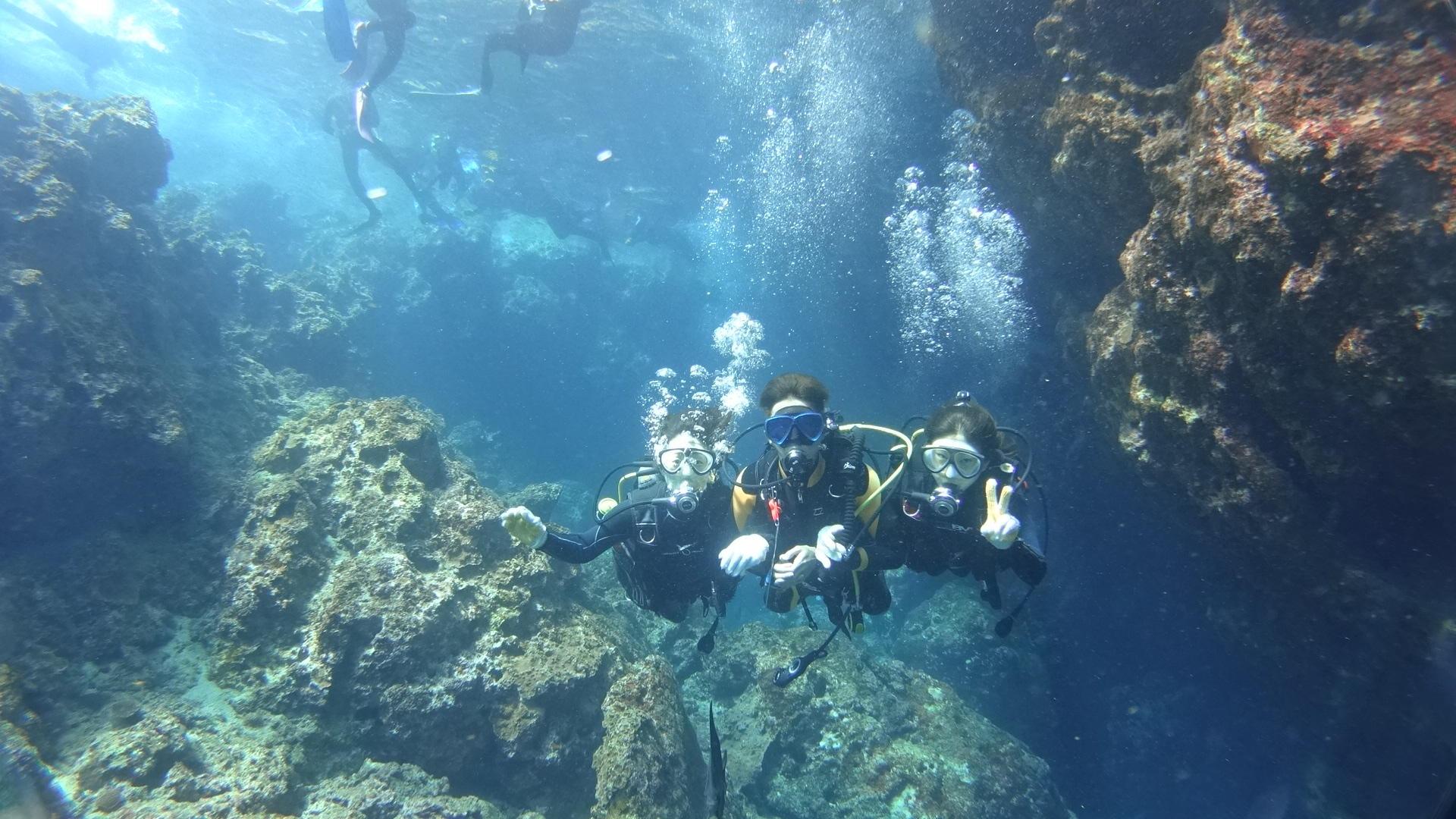 【当日予約OK!恩納村発】ボートで行く、青の洞窟で体験ダイビング!青の洞窟を潜る、体験ダイビング 1便/9:00出港