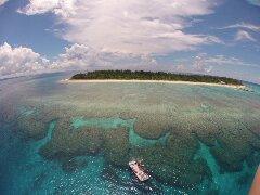 ボートで15分の離島!ミシュラン☆1ッ星の水納島へボートシュノーケリング♪ボートから海に入ればたくさんの珊瑚が広がる圧巻の景色が見られます!親切・丁寧にレクチャーいたしますのでご安心ください♪【1日3便運行】ミシュラン☆1ッ星!水納島でシュノーケリング♪ 9:00~