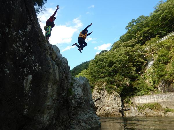日本一の利根川で豪快ラフティング !! みなかみ半日コース♪日本一の利根川で豪快ラフティング !! みなかみ半日コース♪ ◆午後コース(13:00開始)