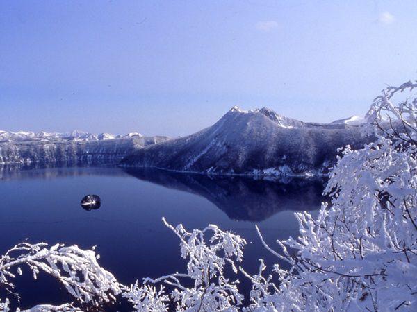 [釧路発着]冬の阿寒湖湖上ウォークと周遊...の写真