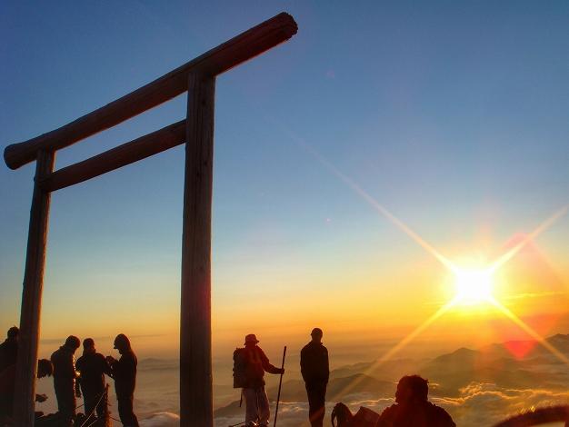 [新宿発] 富士登山一泊二日・専門登山ガ...の写真
