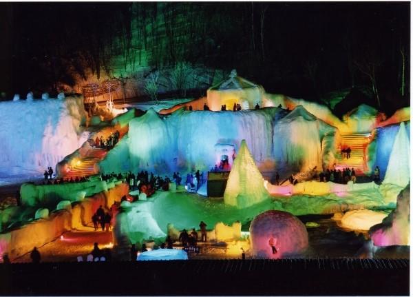 紋別ガリンコ号Ⅱ・旭山動物園とライトアップ層雲峡氷瀑まつり