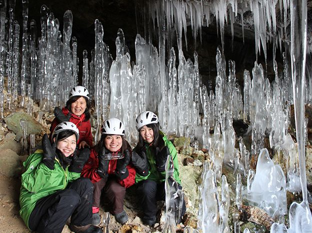 神秘の洞窟・大滝氷筍探訪