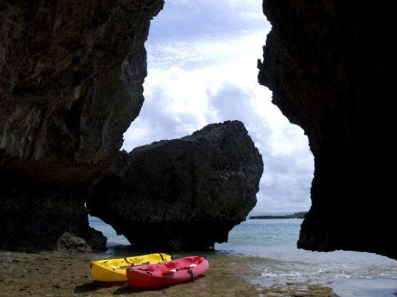 午後便[沖縄シーカヤック]洞窟探検にスノーケリング。沖縄の海を満喫☆半日ツアー。