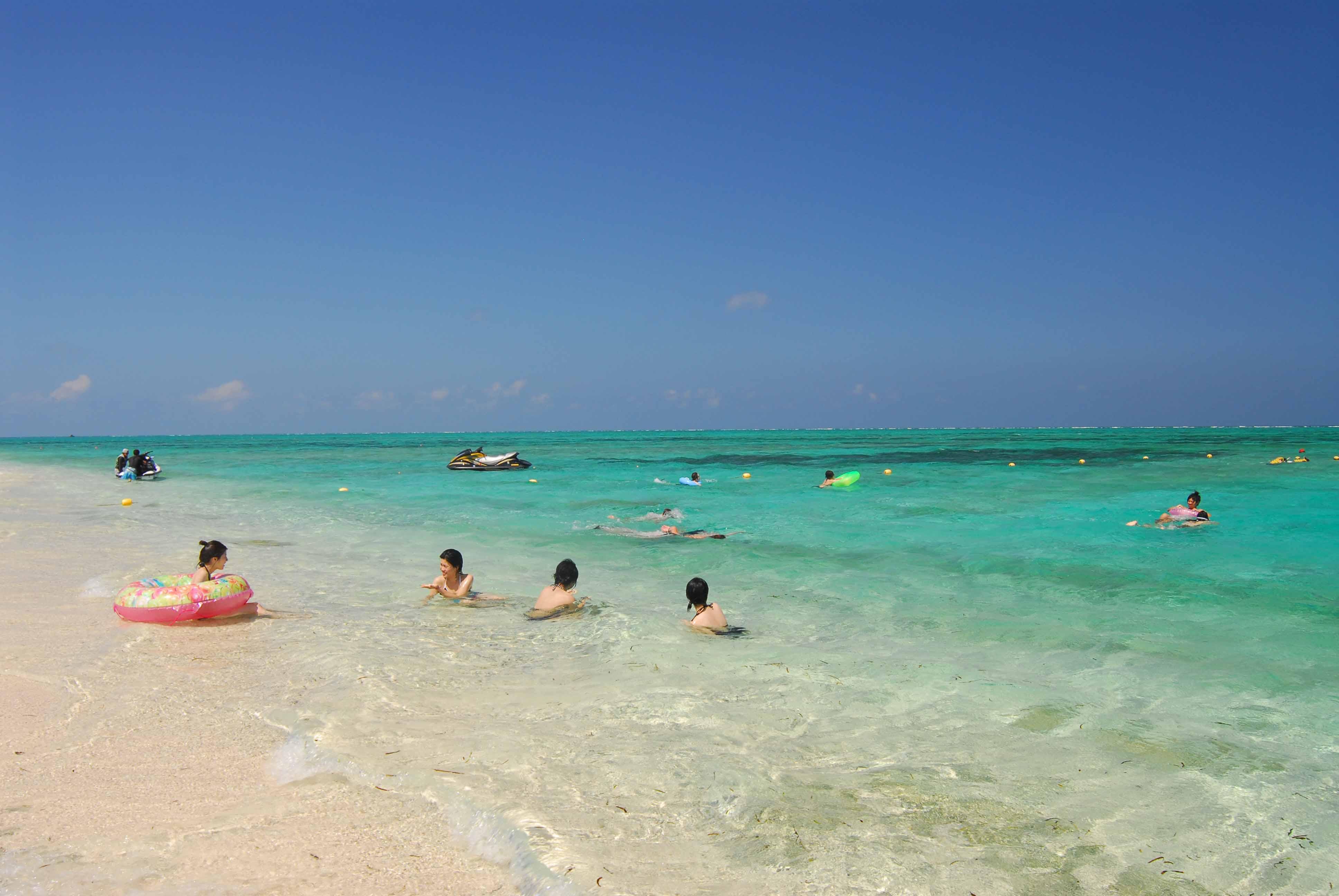 沖縄本島から行ける無人島・離島で海水浴
