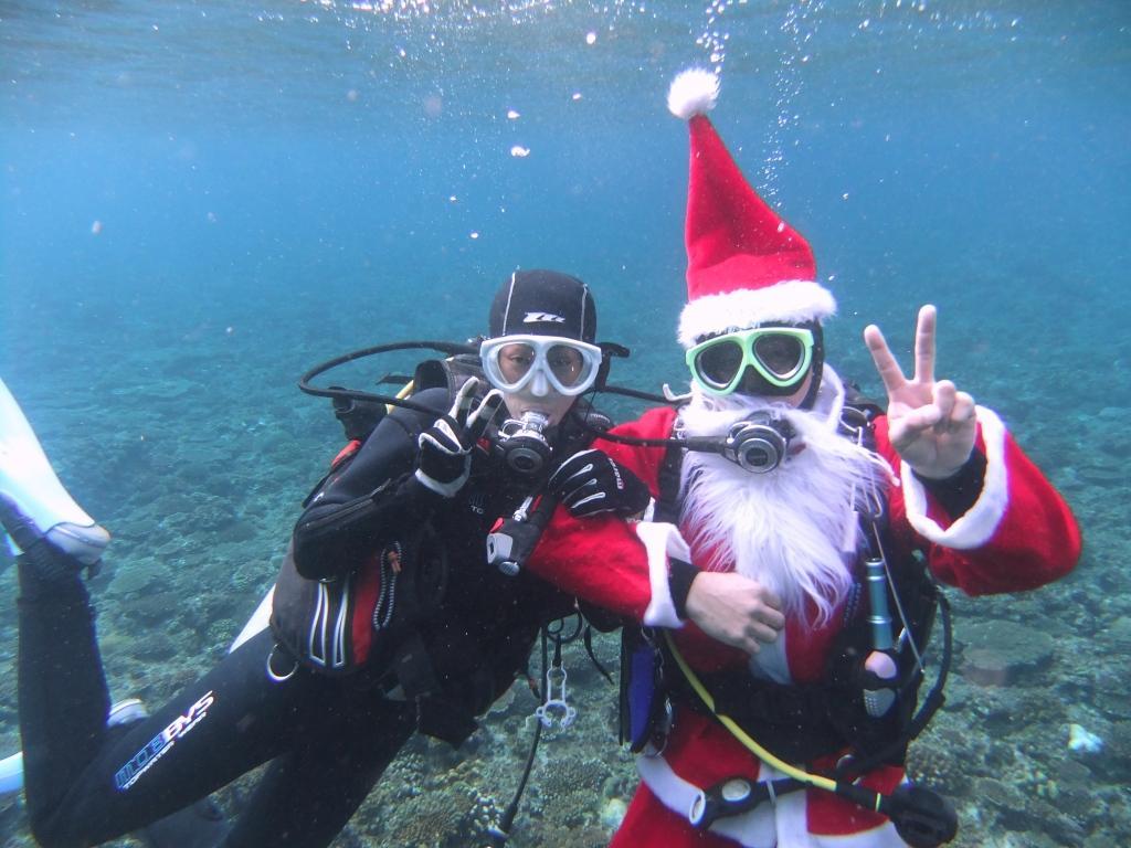 今しかない!沖縄の海にサンタさん!?サンタと遭遇体験ダイビングツアー 2便/11:00出航便