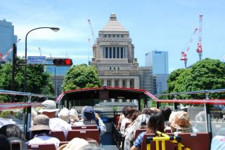 Tokyo sightseeing in an open double decker bus! Visit the Imperial Palace, Ginza, and Marunouchi on the Sky Bus course (50 minutes)