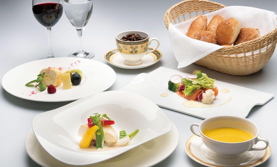 【H592】爽やか!清里高原ホテルランチとシャインマスカット食べ放題