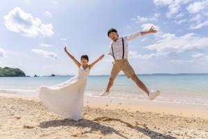 津堅島でマリンドレス・ウエディングフォト...の写真