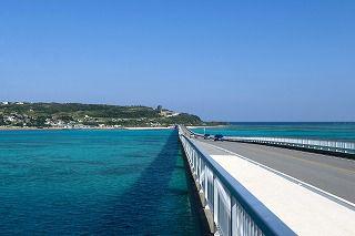 沖縄美ら海水族館と古宇利島・美浜アメリカンビレッジ散策コース<Bコース>