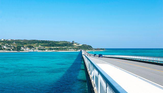 沖縄美ら海水族館とブセナ海中展望塔・古宇...の写真