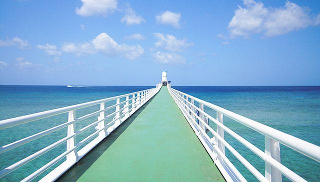 沖縄美ら海水族館とブセナ海中展望塔・古宇利島・ 美浜アメリカンビレッジコース<B-1コース>