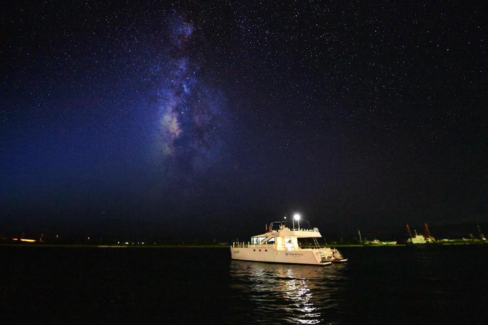 世界有数の星空に逢いに行く!三線を聴きながら海から見上げる満天の星空
